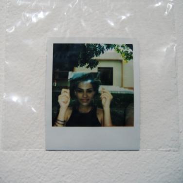 """INSTANTANEA// fotografías realizadas en la calle a personas voluntarias, las cuales sostenían un acetato con un rostro modelo matemáticamente perfecto. Al realizar la superposición se obtenía un """"nuevo sujeto"""""""